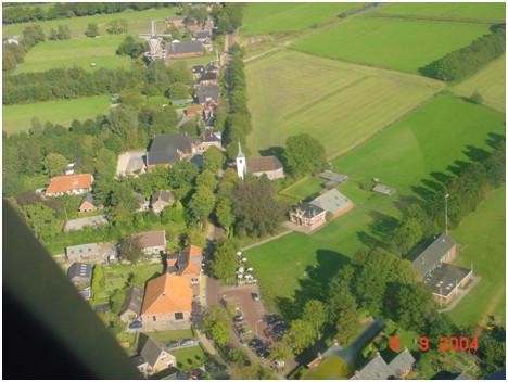De Hoofdstraat van Roderwolde anno 2004.