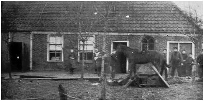 De smederij van Palthe aan de Voorste weg te Roderwolde.