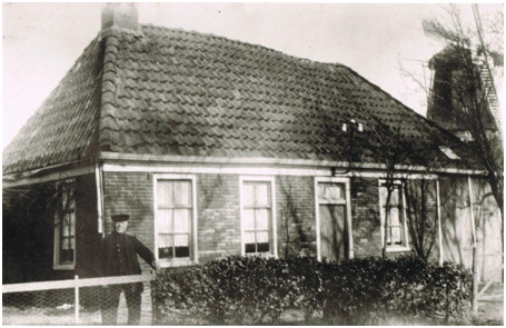 Roelof Tuinman, de timmerman, woonde naast de smederij van Palthe aan de Voorste weg te Roderwolde.